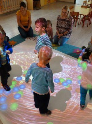Zabezpieczony: Zabawy na podłodze interaktywnej
